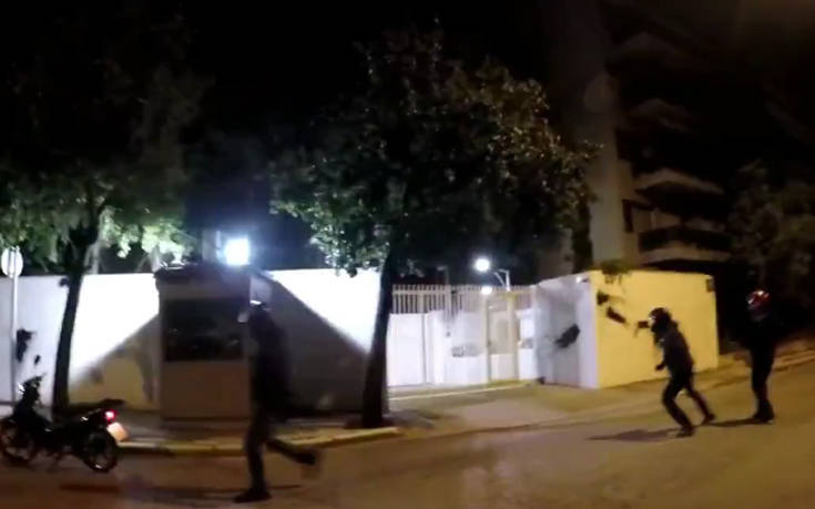 Επίθεση «Ρουβίκωνα» με μπογιές στο σπίτι του Αμερικανού Πρέσβη (βίντεο)