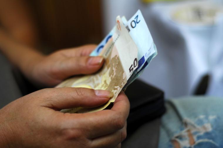 Πιστώνεται το απόγευμα η 13η σύνταξη στους λογαριασμούς των συνταξιούχων