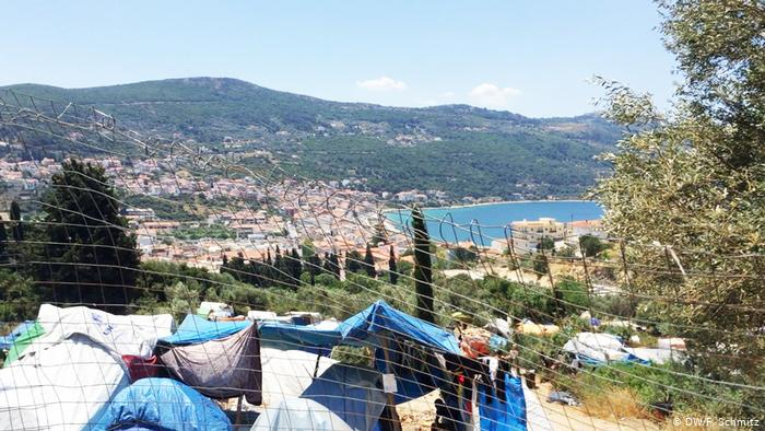 H Σάμος, οι πρόσφυγες και το τουριστικό καλοκαίρι