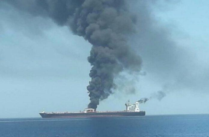 Ομάν: Βυθίστηκε το ένα από τα δυο τάνκερ στον Κόλπο!