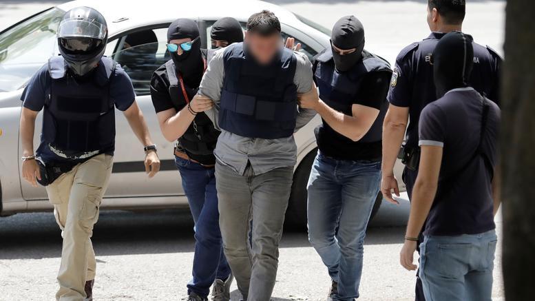 Ληστεία ΑΧΕΠΑ: Τι βρήκαν οι αστυνομικοί στα σπίτια των δραστών