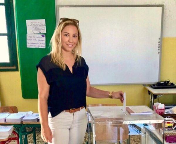 Ιωάννα Καραγιάννη: Aσκησε συμβολικά από το ακριτικό νησί των Φούρνων το εκλογικό της δικαίωμα