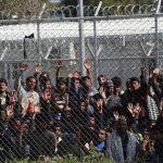 Guardian: Αποθήκες ανθρώπων Σάμος και Μόρια – Στα όρια της καταστροφής τα hotspot