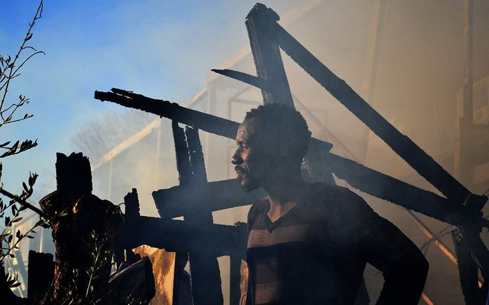 Σκηνικό έκτακτης ανάγκης μετά τα σοβαρά επεισόδια στη Μόρια – «Δύο οι νεκροί από την πυρκαγιά»