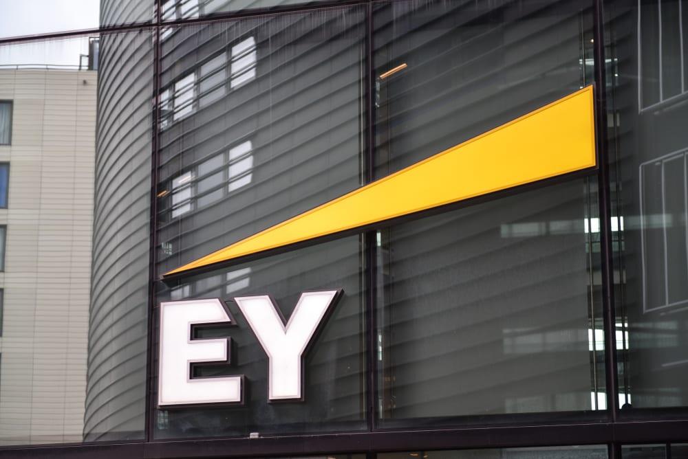 EY: Στο 64% παγκοσμίως ο ρυθμός υιοθέτησης του FinTech