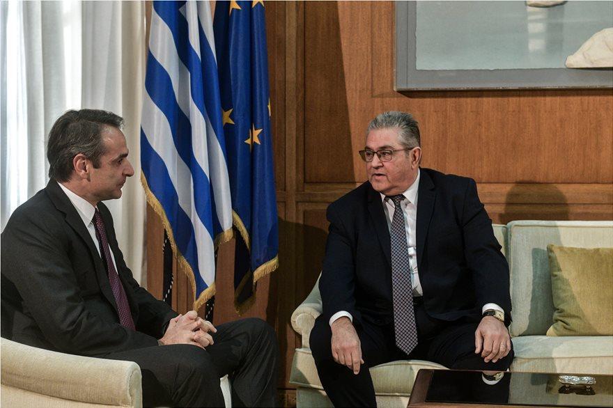 Συνάντηση Μητσοτάκη – Κουτσούμπα – Aνήσυχος δηλώνει ο γραμματέας του ΚΚΕ – Η συζήτηση για τις γραβάτες