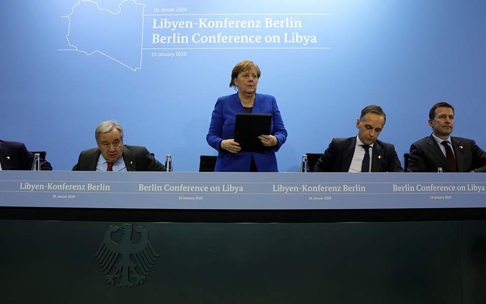 """""""Λευκός καπνός"""" στη Διάσκεψη του Βερολίνου: Κατάπαυση του πυρός και τήρηση του εμπάργκο όπλων στη Λιβύη"""