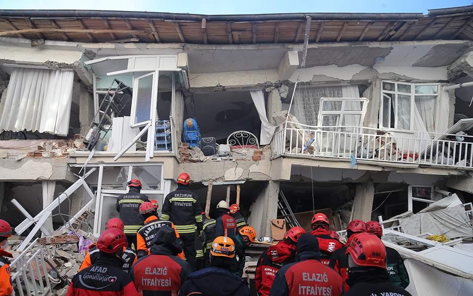 Τουρκία: Στους 22 οι νεκροί από τον ισχυρό σεισμό, ξεπέρασαν τους 1.100 οι τραυματίες