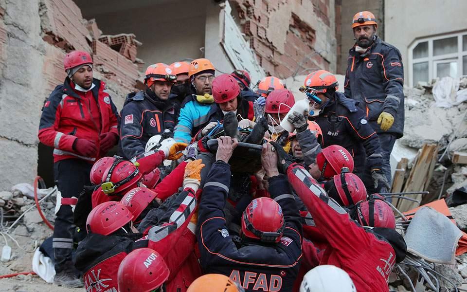 Τουρκία: 35χρονη και η νεογέννητη κόρη της διασώθηκαν ύστερα από 28 ώρες στα ερείπια