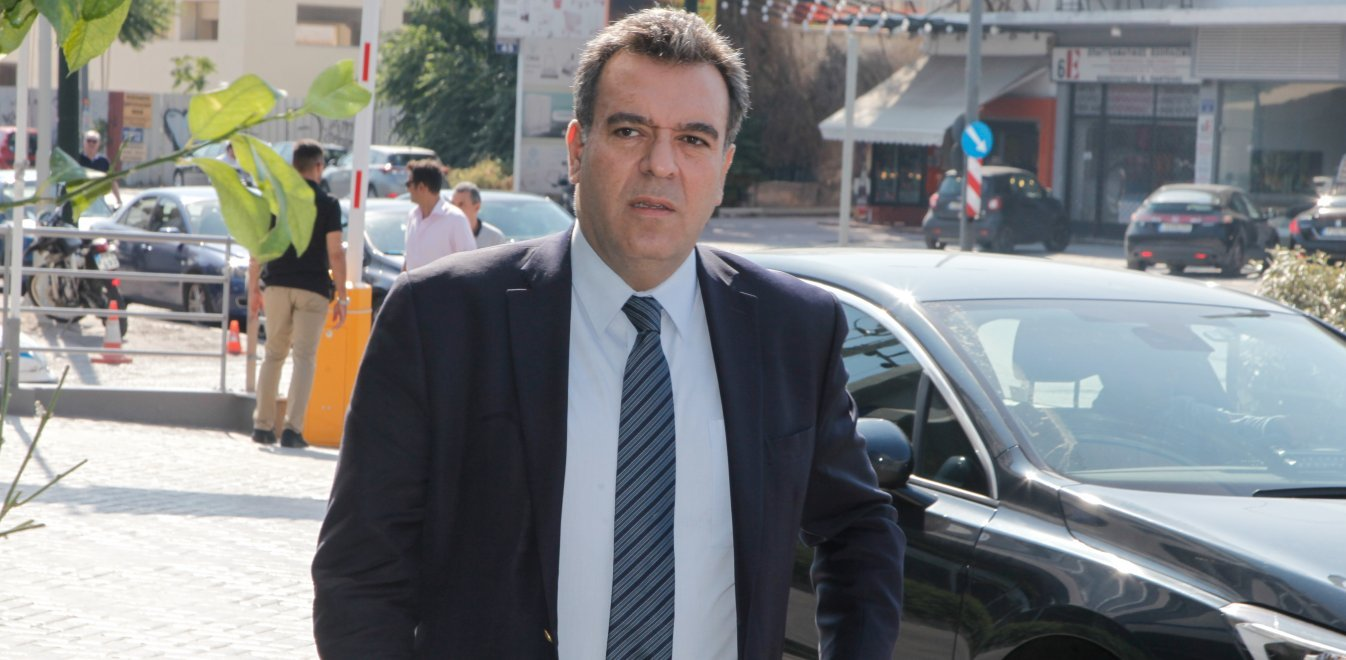 Μάνος Κόνσολας: «Θα στηρίξουμε τη Σάμο για να αμβλυνθούν οι συνέπειες του μεταναστευτικού στον τουρισμό του νησιού»