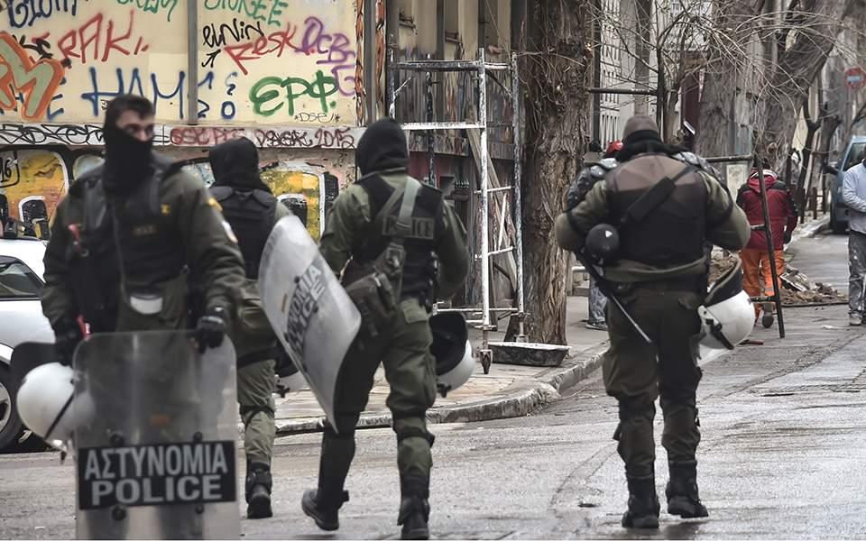 Νέα αστυνομική επιχείρηση σε υπό κατάληψη κτίριο στα Εξάρχεια (φωτογραφίες)