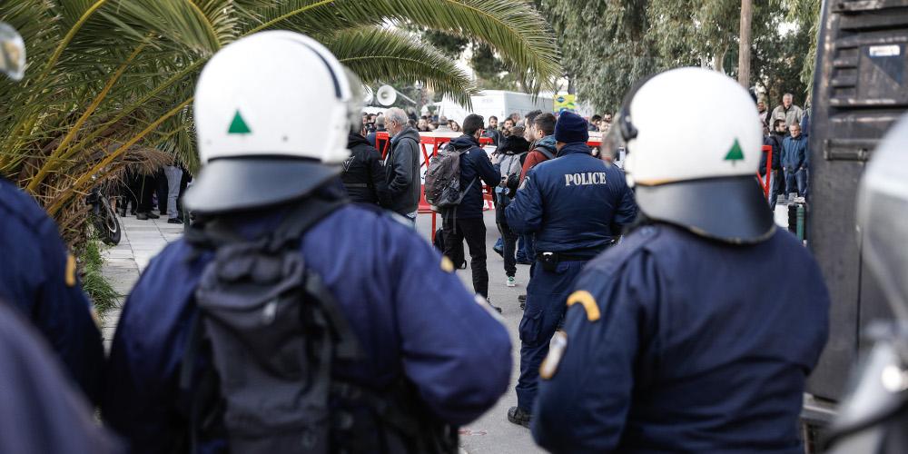 Συνέδριο ΓΣΕΕ: Σε κλοιό από το ΠΑΜΕ και τα ΜΑΤ – Απαγόρευση εισόδου στους δημοσιογράφους